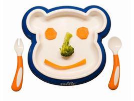 - talíře a příbory